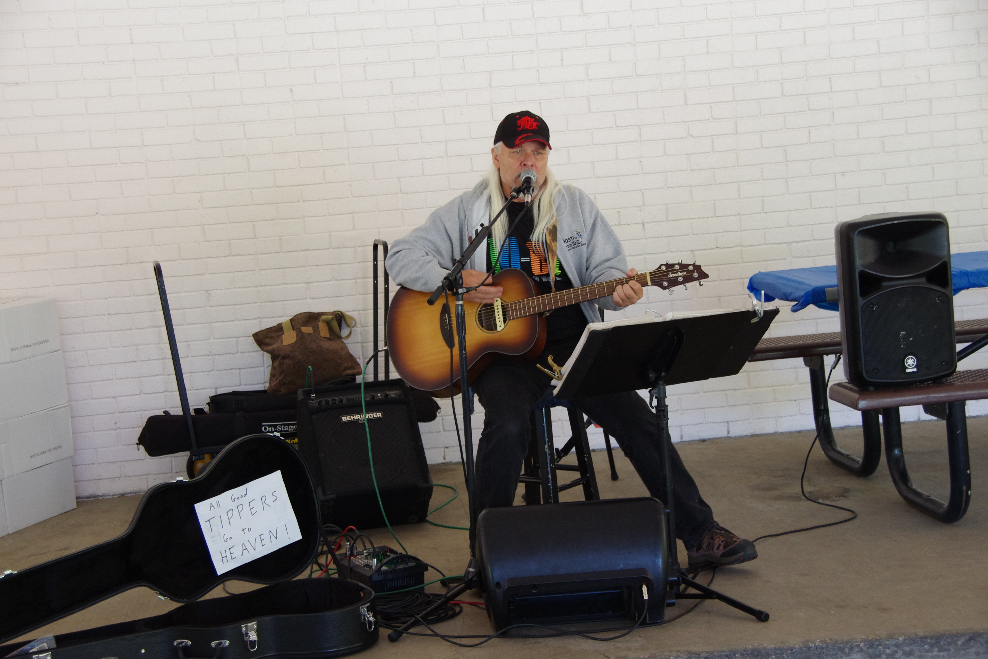 Gar Ashby sings his songs